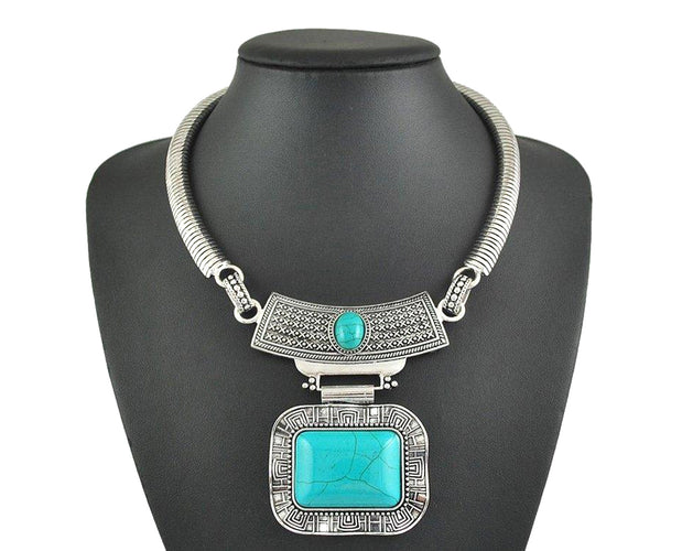 Vintage Pendant Neckpiece with self-patterned crystal-stone