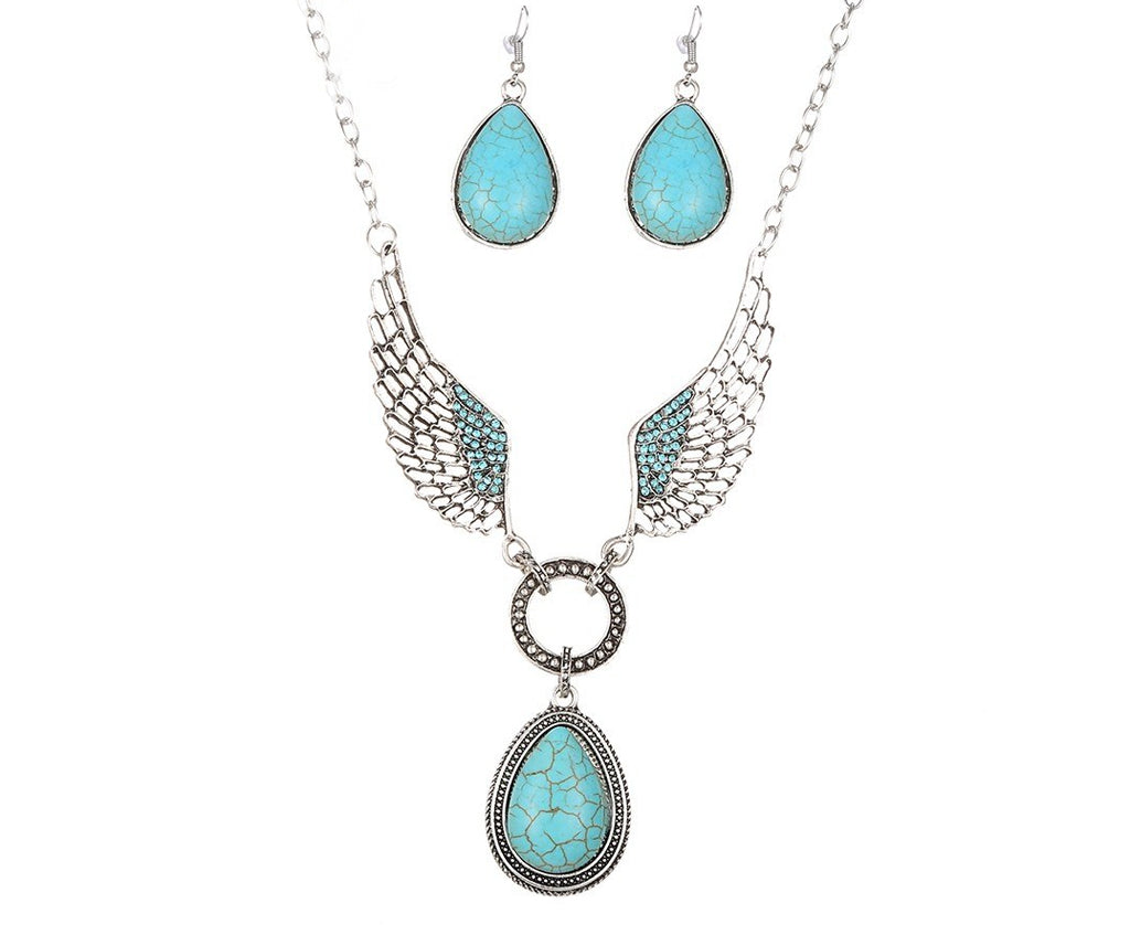 Wing-o-merry Vintage Necklace with earrings