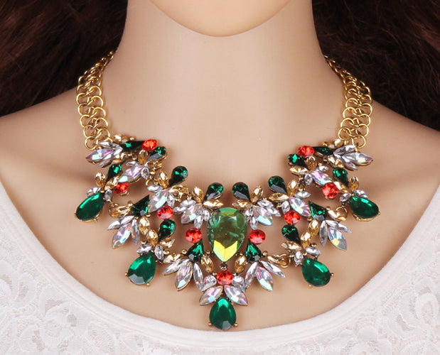 Stunning Fashion Necklace with Crystal Hangings