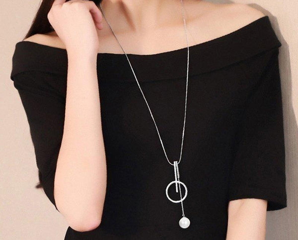 PEARL-INSPIRED RING STRUCTURED NECKPIECE WITH LONG CHAIN