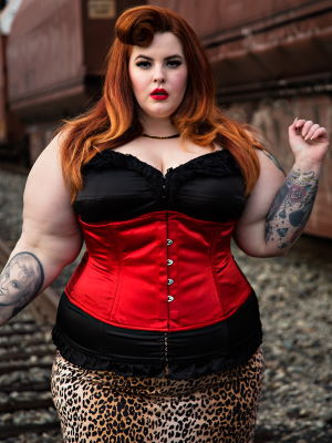 Tess in red Satin Romantic Curve Standard Underbust CS-411