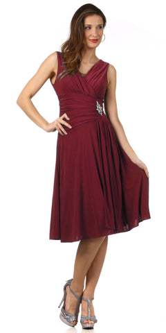 Modest Burgundy Dress Semi Formal Chiffon Knee Length V Neck Brooch