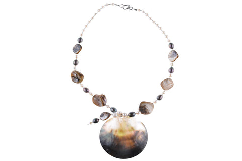 Shell Pendant Pearl Necklace