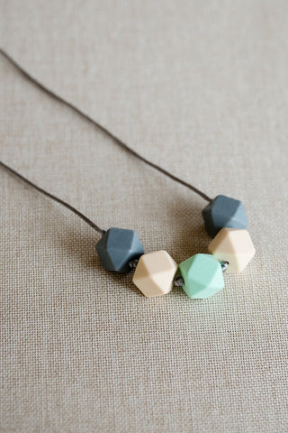 Creamy Mint Teething Necklace