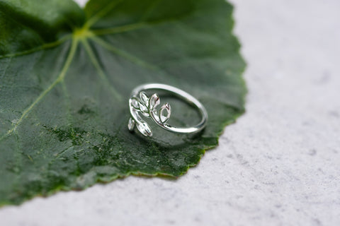 Sterling Silver Leaf Ring Size 6