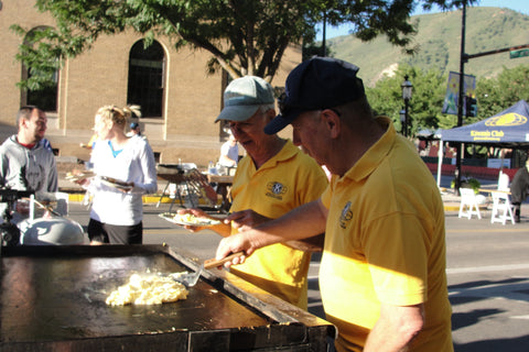 Kiwanis Volunteers Larry and Rick Cooking Eggs at 2016 Pancake Breakfast