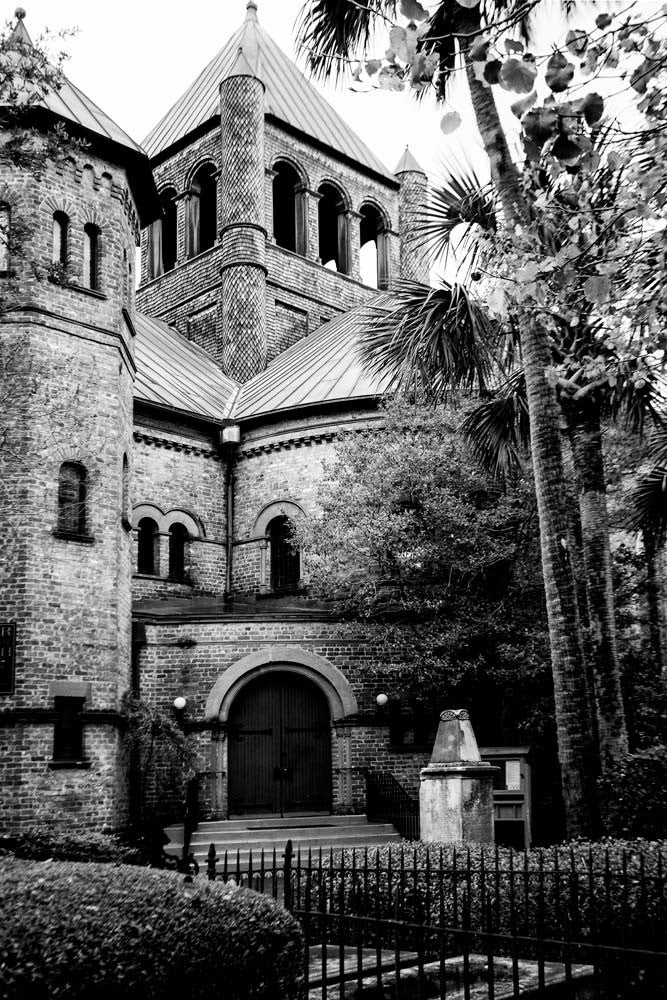 Black and white photograph of the large unusual architecture of the Circular Congregational Church, built in 1892 in Charleston, South Carolina, but based on a congregation dating back to the 1680s.