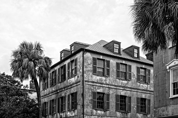 Black and white architectural photograph of art gallery corner in the beautiful French Quarter of Charleston, South Carolina.