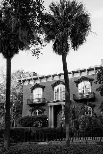 Black and white photograph of the house from the book Midnight in the Garden of Good and Evil in Savannah Georgia