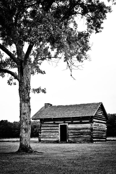 Black and white photograph of the Brotherton cabin at Chickamauga Battlefield site in Georgia, near Chattanooga, Tennessee.