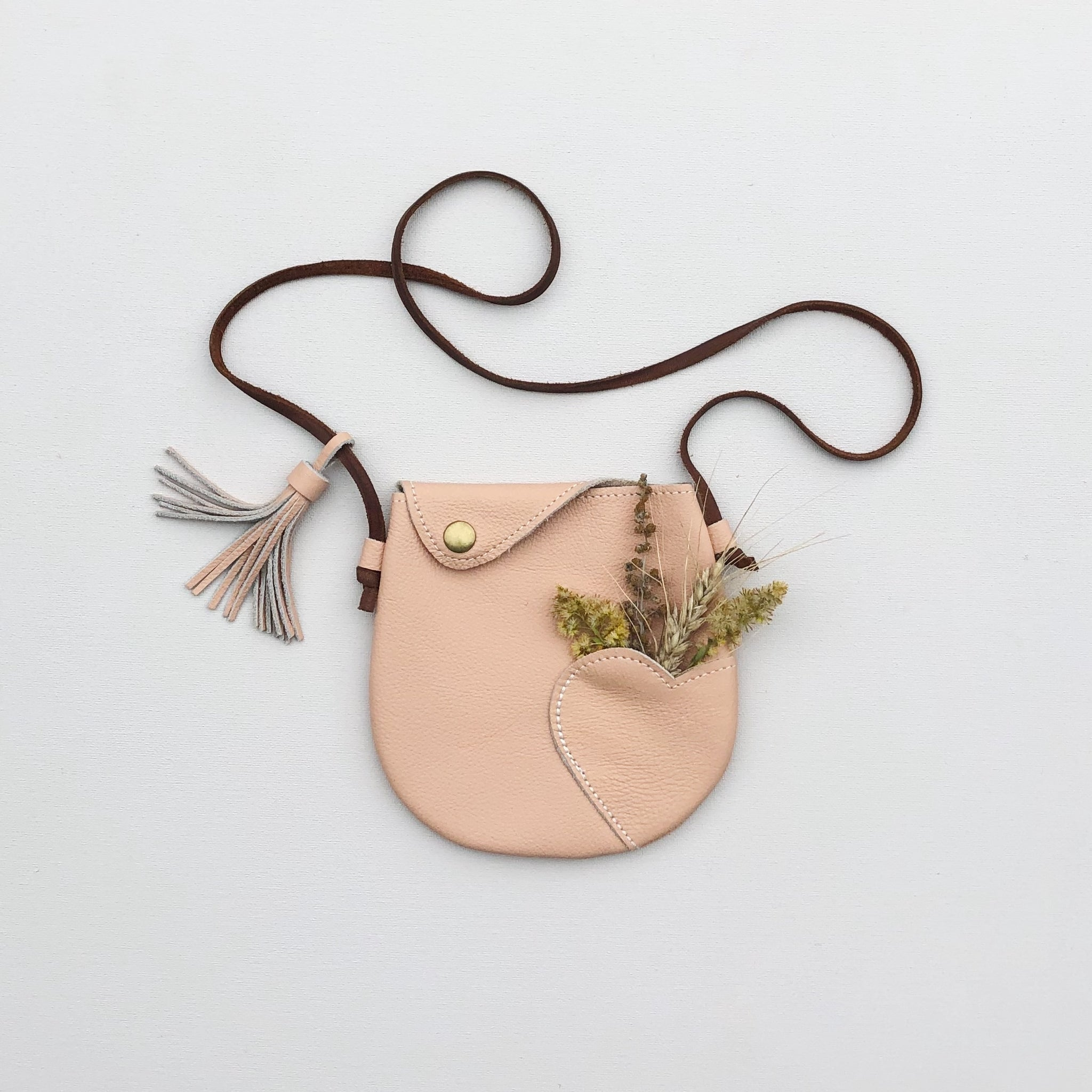 VINTAGE HEART PURSE | in farrow
