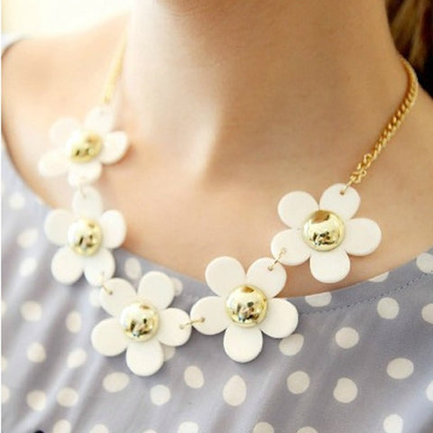 White Small Daisy Crystal Necklace