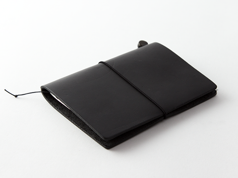 TRAVELER'S Notebook Passport Size - Black