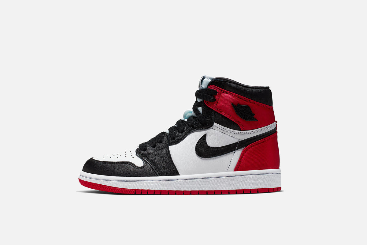 "RAFFLE: WMNS AIR JORDAN 1 RETRO HIGH OG ""Satin Black Toe"""
