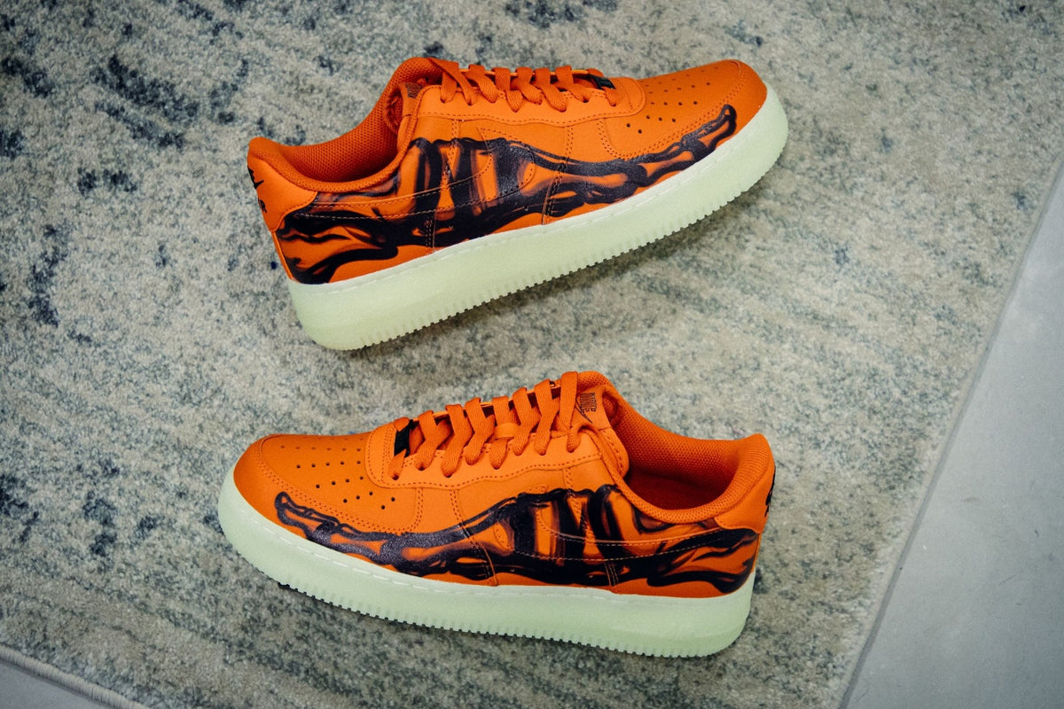 "Check out the ""Halloween-Themed"" Orange Skeleton Air Force 1!"
