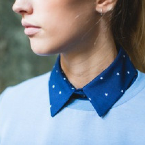 detail blouse blauw sterrenprint Papita.nl
