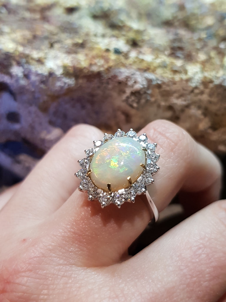 Anello margherita con opale e diamanti