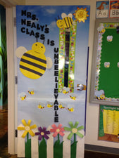 Bee-Themed Door Decoration for Spring or Summer