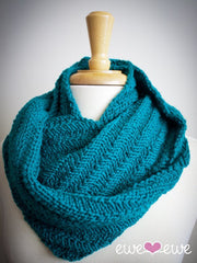 Happy Cowl in Ewe Wooly Worsted (206)