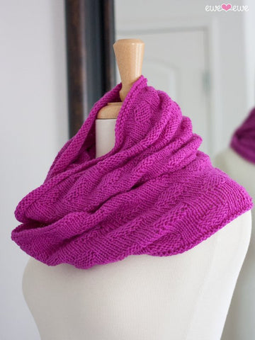 Freckles Infinity Scarf in Ewe So Sporty Merino (418)-Deramores