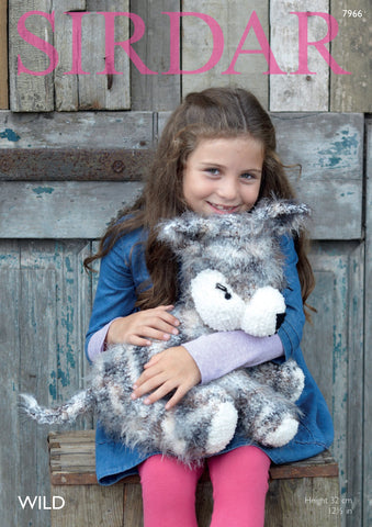 Husky Dog in Sirdar Wild and Snowflake Chunky (7966)