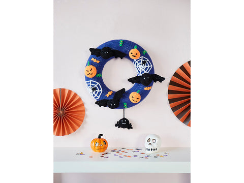 Crochet Now Spooky Halloween Wreath in Cygnet DK