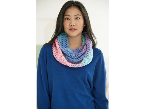 Cascades Cowl Crochet Kit and Pattern in Lion Brand Yarn (L70323)