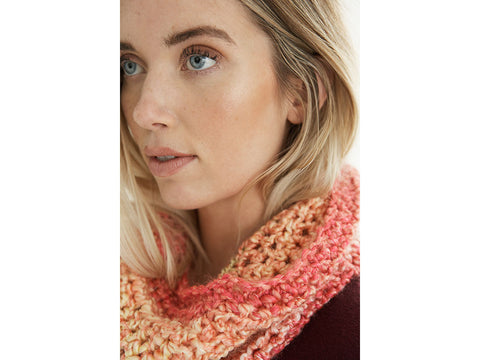 Basic Cowl Crochet Kit and Pattern in Lion Brand Yarn (L70337)