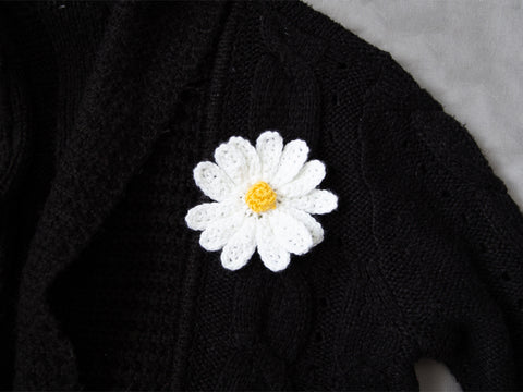Daisy Brooch Crochet Kit and Pattern in Deramores Yarn