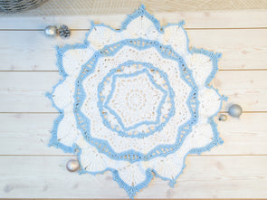 Snowflake Blanket Crochet Kit and Pattern in Deramores Yarn