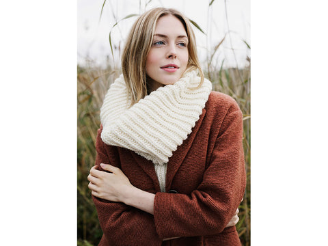 Knitted Cowl in Novita Isoveli