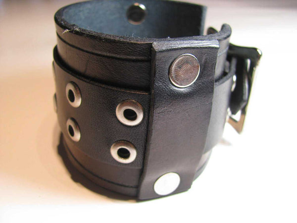 Handmade Men's Leather Cuff Bracelet - Bracelet - Completely Hammered - Completely Wired