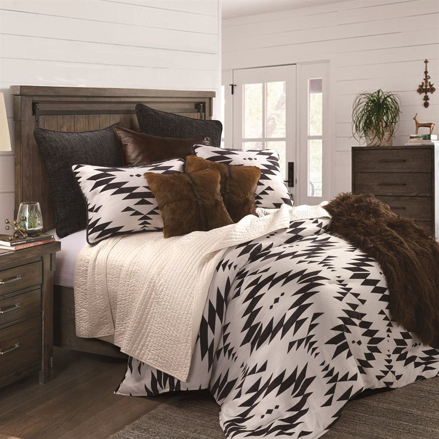 Amelia Bedding Collection