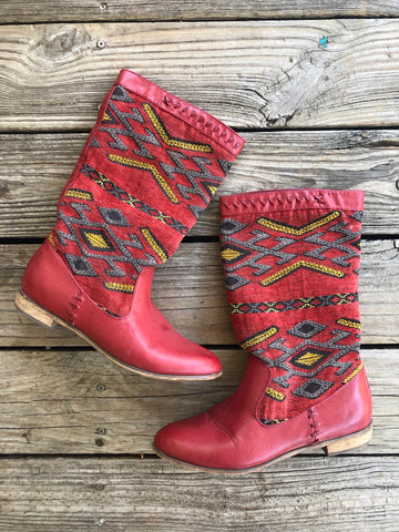 Red Aztec Print Tapestry Boots ~ Size 10