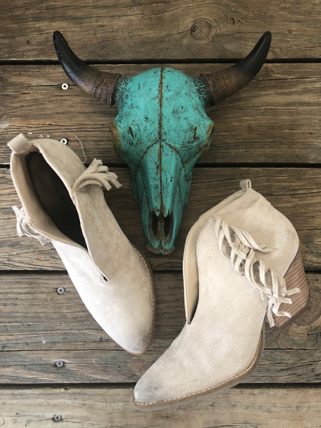"Coconuts by Matisse Ivory Suede Side Fringe ""Miranda"" V Cut Booties ~ Size 10"