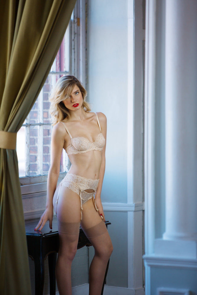 Load image into Gallery viewer, Nude Oliva 3 Piece Lace Set