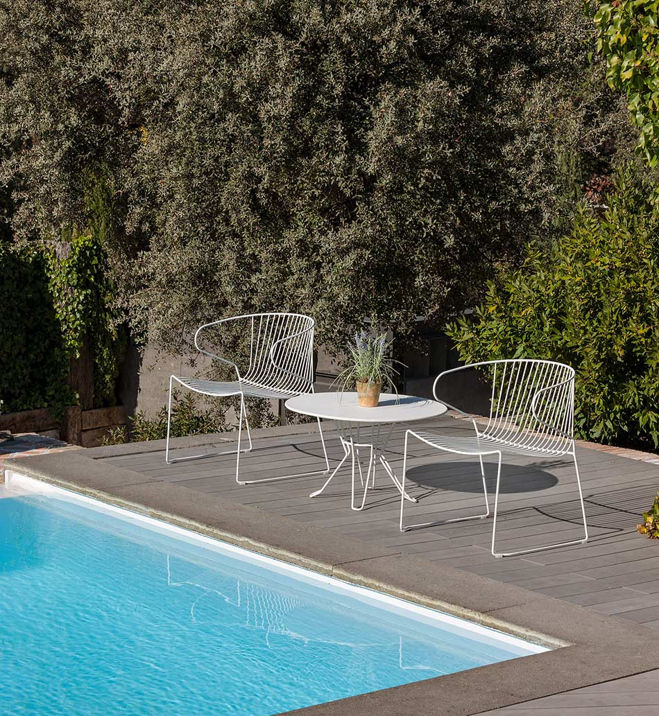 iSiMAR Bolonia Poltrona Armchairs next to pool on deck