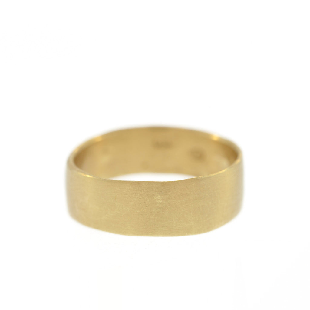 The Classic Band in Yellow Gold, 8mm