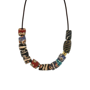 A Mixed Pattern Bead Necklace