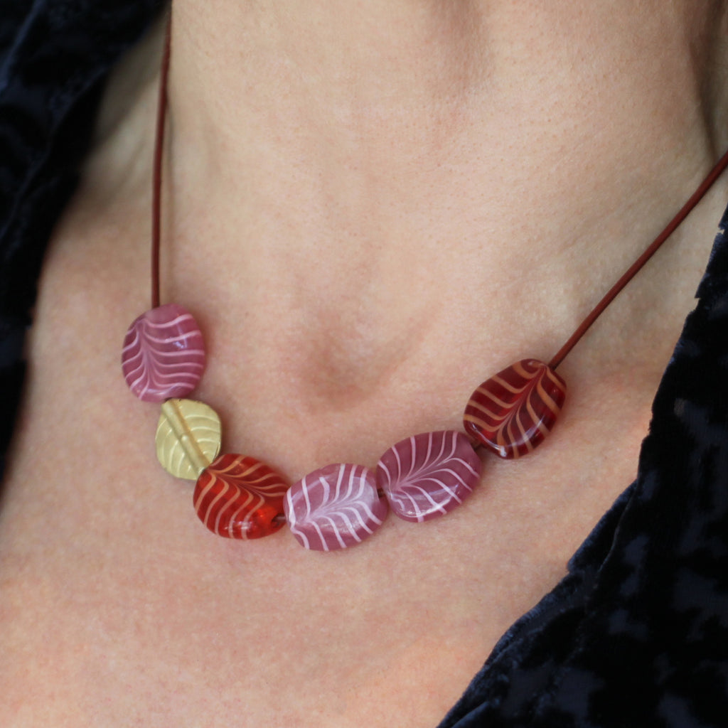 A Venetian Pink Swirl Glass Bead Necklace