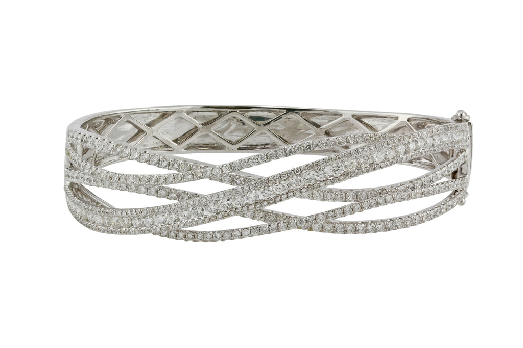 4.55tcw Round Diamonds in 14K White Gold Overlapping Bangle Bracelet - 6.5""