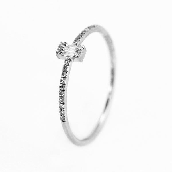 0.11ct Baguette & Round Diamonds in 14K Gold Solitaire Ring