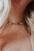 Load image into Gallery viewer, Golden Shell Choker