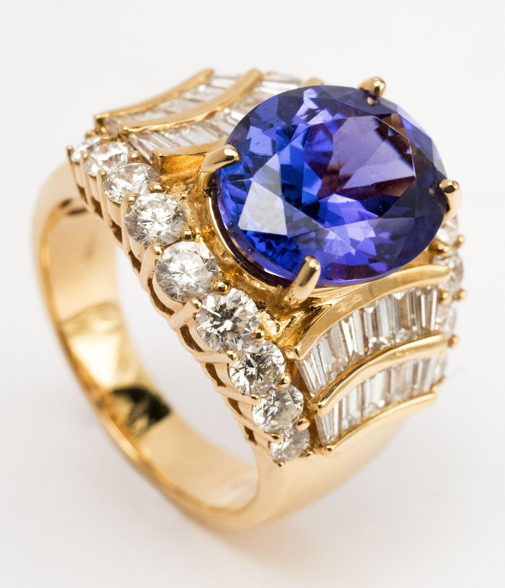 e Lady s Tanzanite and Diamond Ring Bijoux Jewels