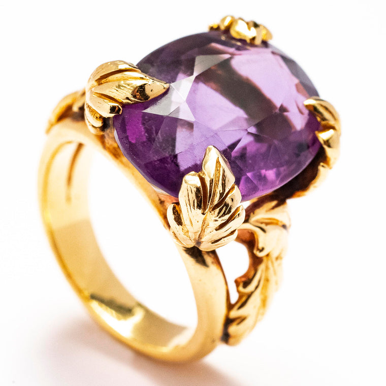 A Lady's Retro Amethyst Ring