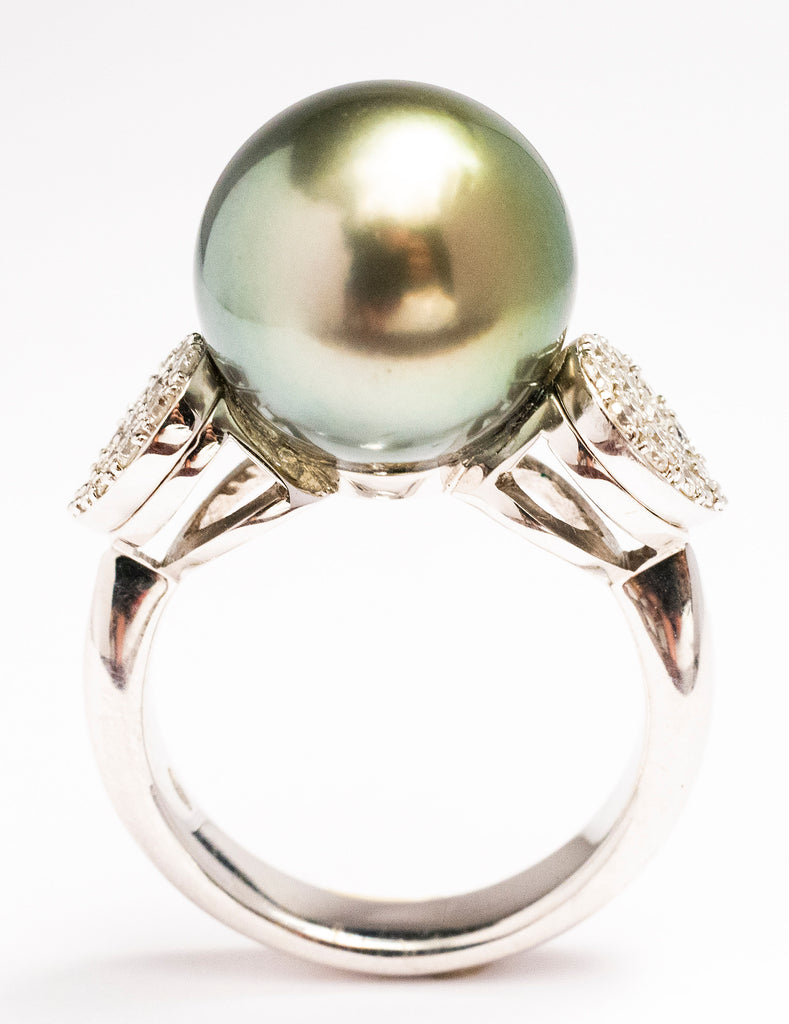 A Lady's Tahitian Darl Gray Pearl Ring