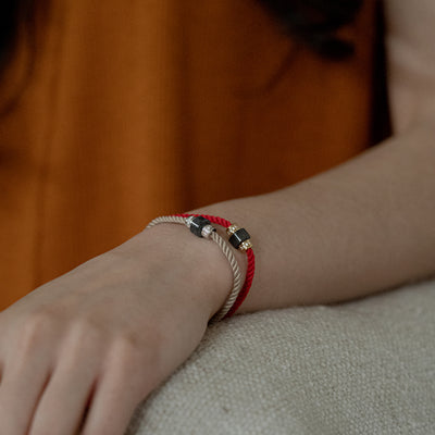 CONCEPT Bracelet Red in Black Jade