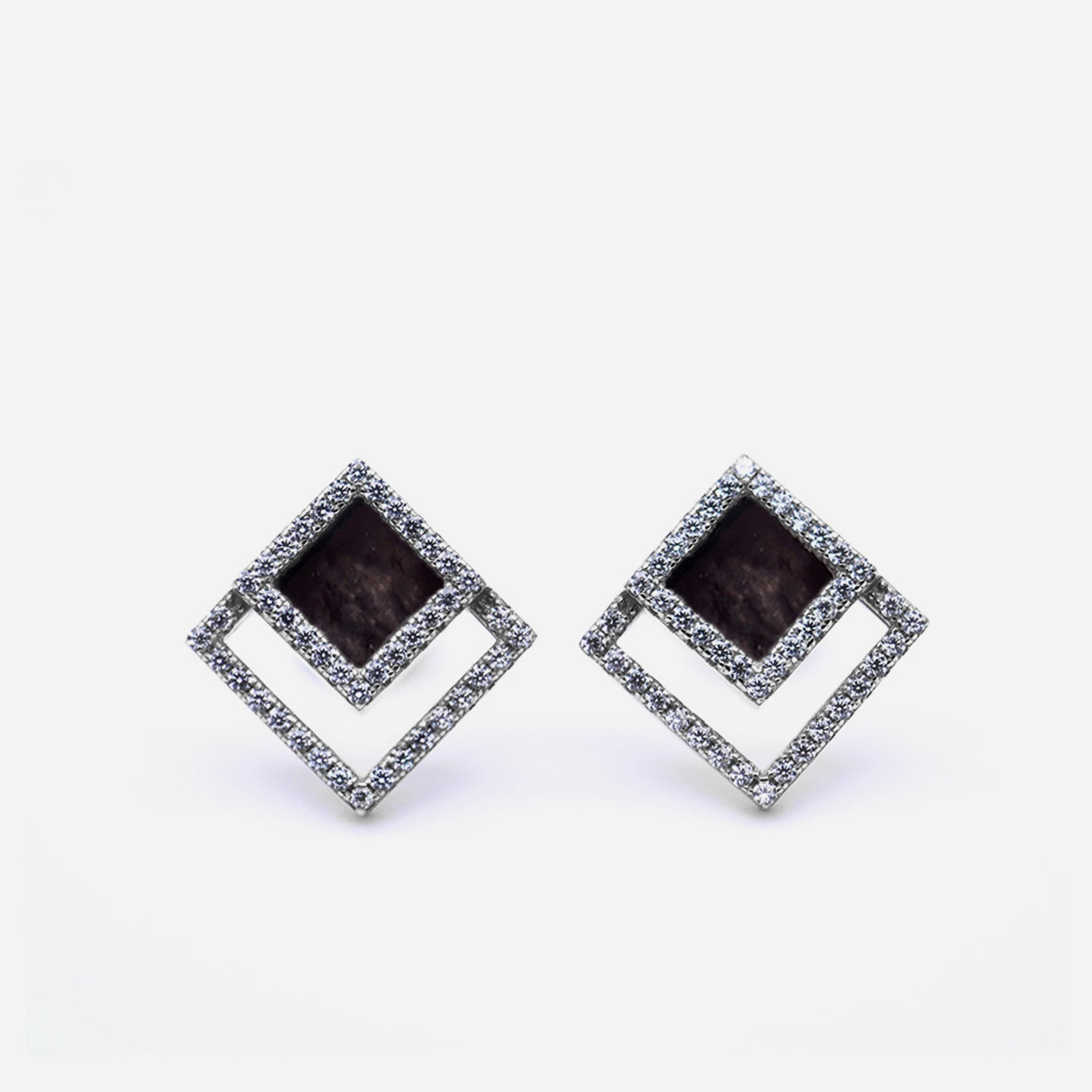 TERRA 方 Earring Studs in Black Jade