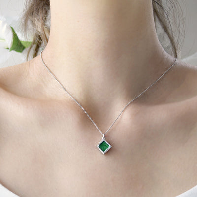 TERRA 方 Necklace in Green Jade