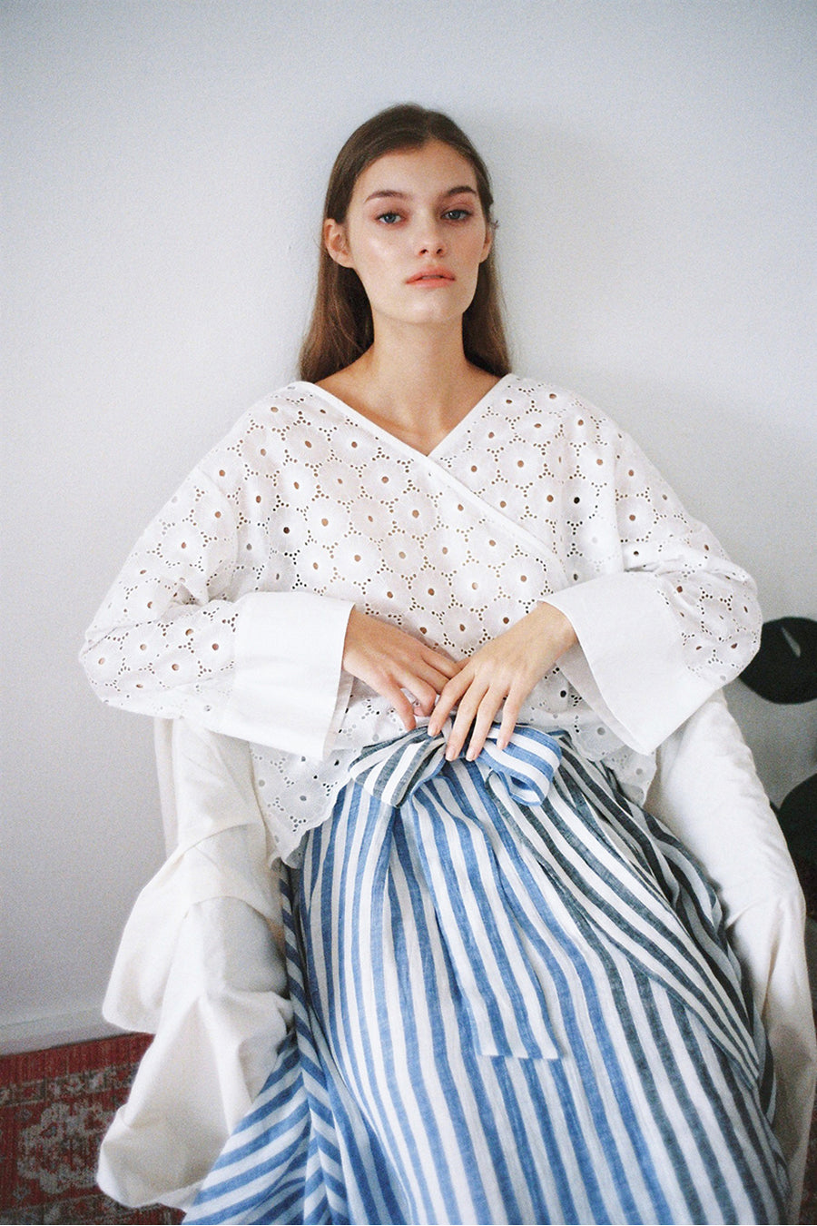 [SELF-LOVE] DAISY COTTON EMBROIDERY TOP_WHITE